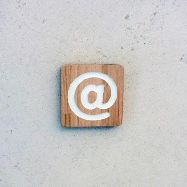 panneau signalétique avec pictogramme internet gravé
