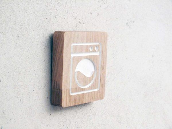panneau pour la buanderie en bois avec pictogramme gravé