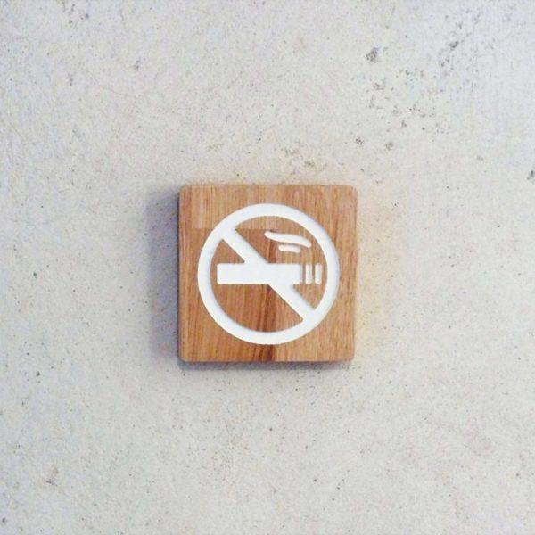 panneau en bois gravé interdiction de fumer