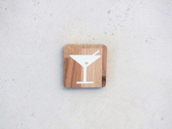 panneau en bois pour un bar