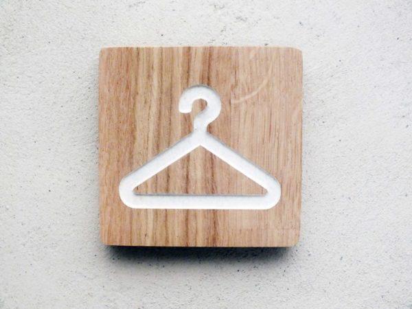 panneau en chêne pour dressing ou vestiaire