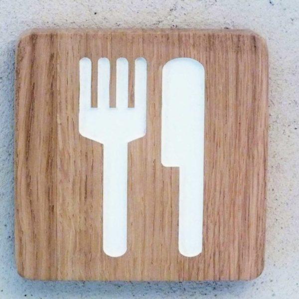 panneau avec couteau et fourchette pour la cuisine