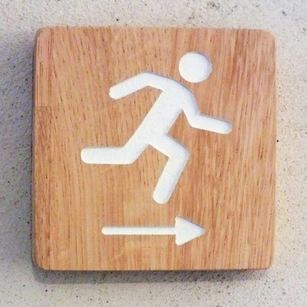 panneau pour signaler une sortie de secours