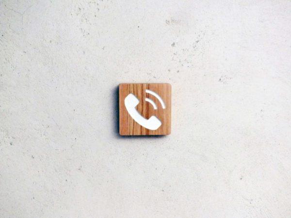 panneau telephone en chêne gravé