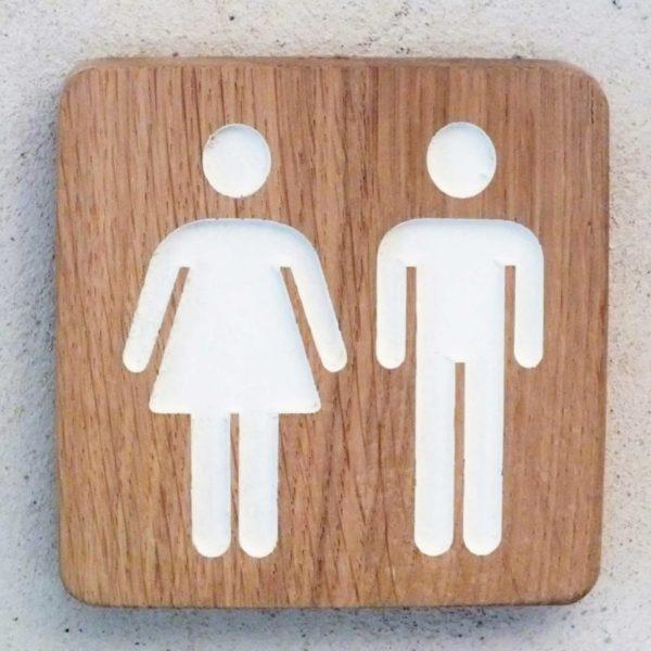panneau en bois pour les toilettes mixtes homme et femme
