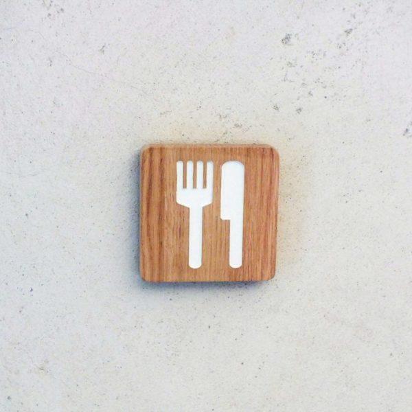plaque de porte pour indiquer la cuisine
