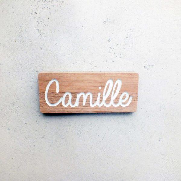 Plaque pour indiquer le prénom d'un enfant sur la porte de sa chambre