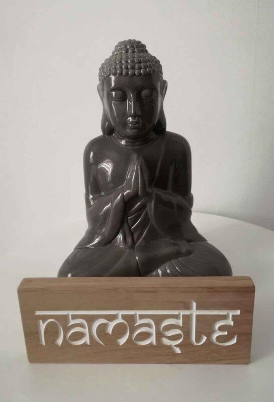 Petit panneau en bois avec inscription namaste pour déco zen