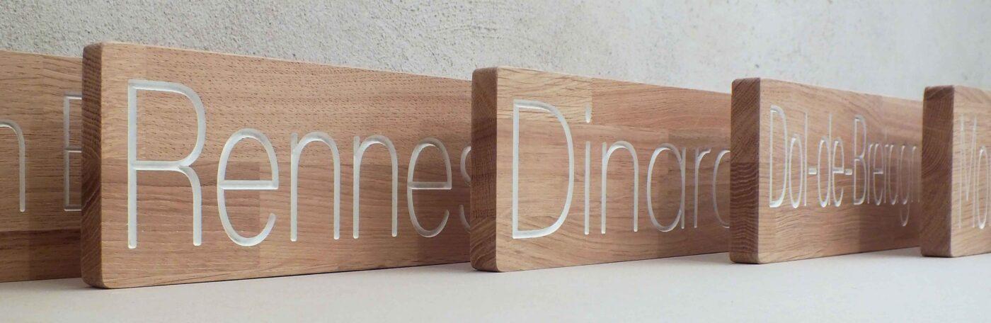 Série de panneaux pour porte d'hotel en bois