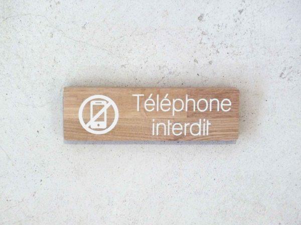 panneau bois pour indiquer interdiction de téléphoner