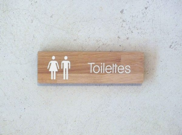 panneau indicateur pour toilettes en bois