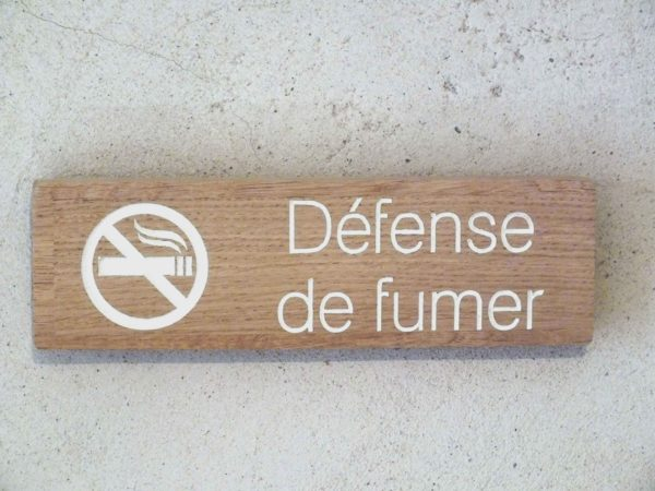 panneau défense de fumer bois