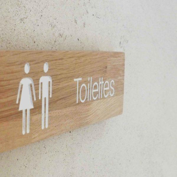panneau toilettes en bopis